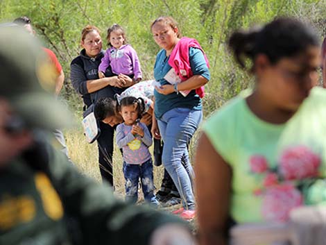 US: Rise of border apprehensions of migrant families