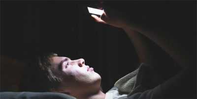 Las vacaciones aumentan el enganche al móvil: Los adolescentes reciben o envían más de 100 mensajes al día